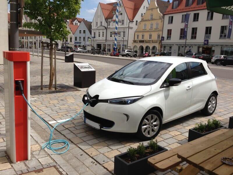 Renault_Zoe_charging